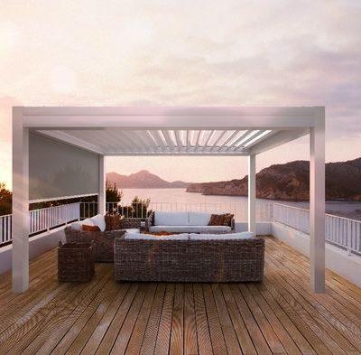 weißes Lamellendach Terrasse
